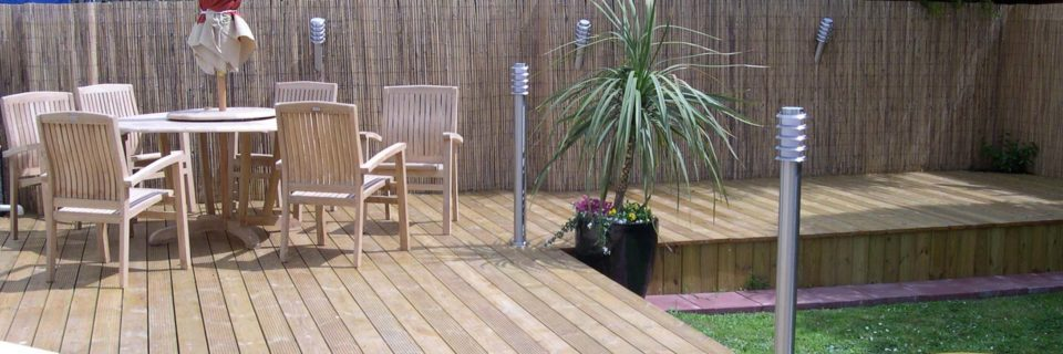 Quality Garden Hardwood Decking & Composite Design